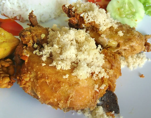 巴厘岛特色美食——Malioboro酥骨鸡(软骨鸡)2.jpg