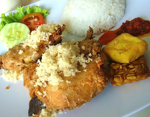 巴厘岛特色美食——Malioboro酥骨鸡(软骨鸡)