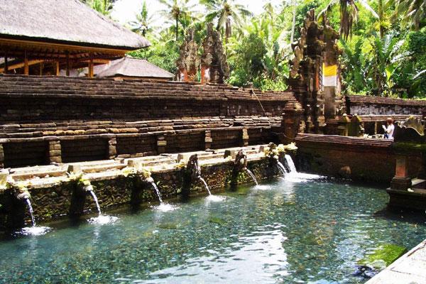 巴厘岛圣泉寺(Tirta Empul Temple).jpg