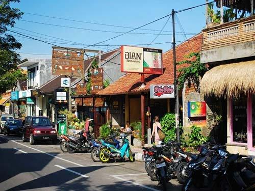 巴厘岛自由行线路——乌布皇宫/乌布艺术村/乌布市场/金塔马尼火山/圣泉寺一日游