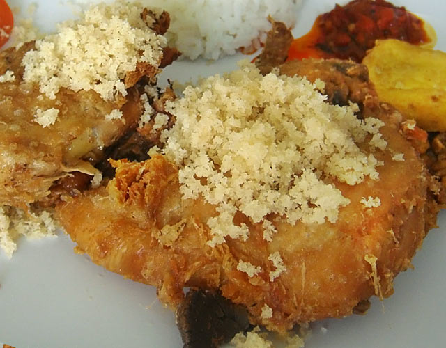巴厘岛特色美食——Malioboro酥骨鸡(软骨鸡)7.jpg