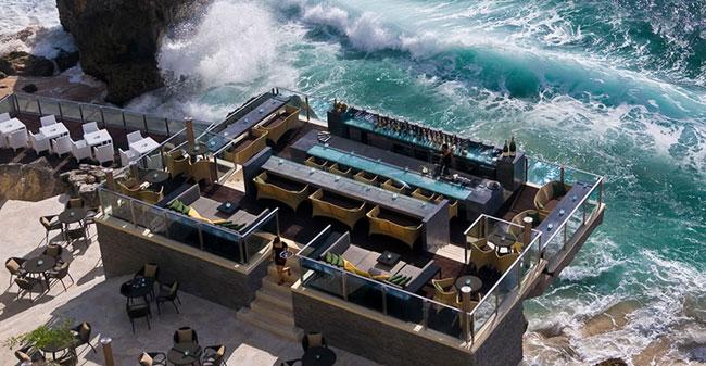 巴厘岛阿雅娜酒店悬崖上的酒吧 Rock Bar 岩石酒吧