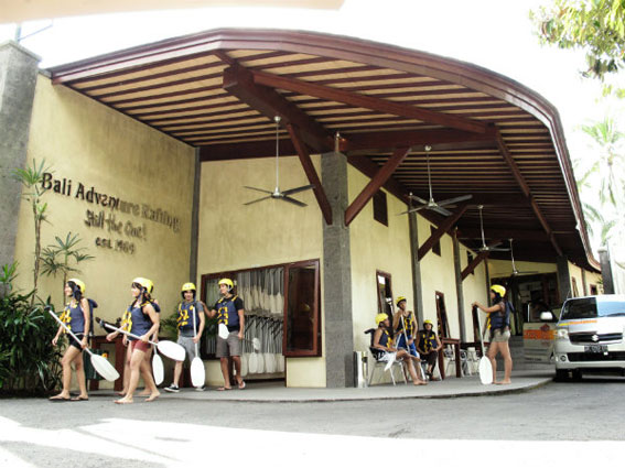 Bali Adventure Tours 漂流公司门口2.jpg