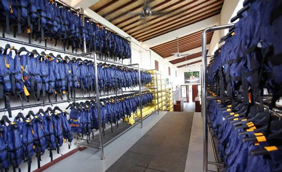 Bali Adventure Tours 漂流公司步入式器材准备长廊18.jpg