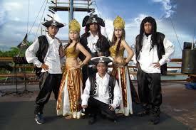 巴厘岛海盗船黄昏之旅一日游【海盗船晚餐+出海看日落+表演狂欢派对】自由行晚上活动代理预订