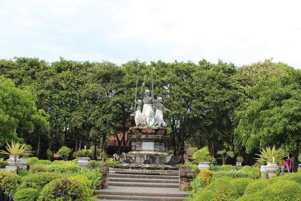 普普坦广场 Puputan Square