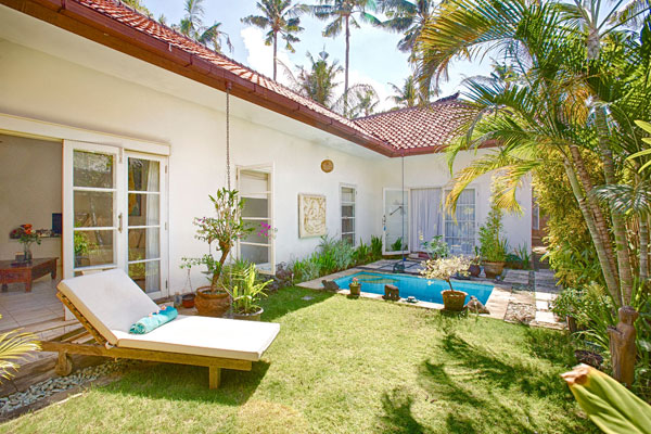 Nestled beach side in SANUR 巴厘岛沙努尔海滩民宿