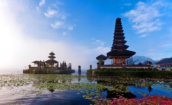 水神庙(Pura Ulun Danau)和布拉坦湖(Danau Beratan)