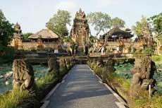 Saraswati Temple 乌布普拉萨拉舍瓦提 / 巴厘岛萨拉斯瓦蒂女神庙 / Pura Taman Saraswati 乌布水宫