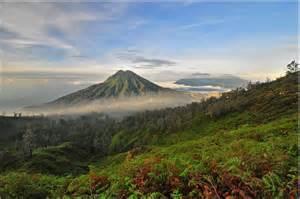印尼拉翁火山爆发,导致巴厘岛机场关闭,多个航班滞留雅加达!