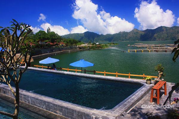 邦利县的巴图尔火山湖边的Toya Bungkah温泉