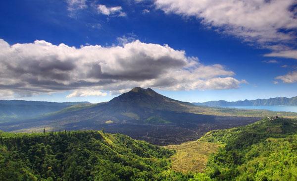 著名的巴图尔火山