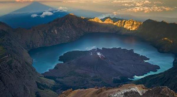 林加尼火山1.jpg